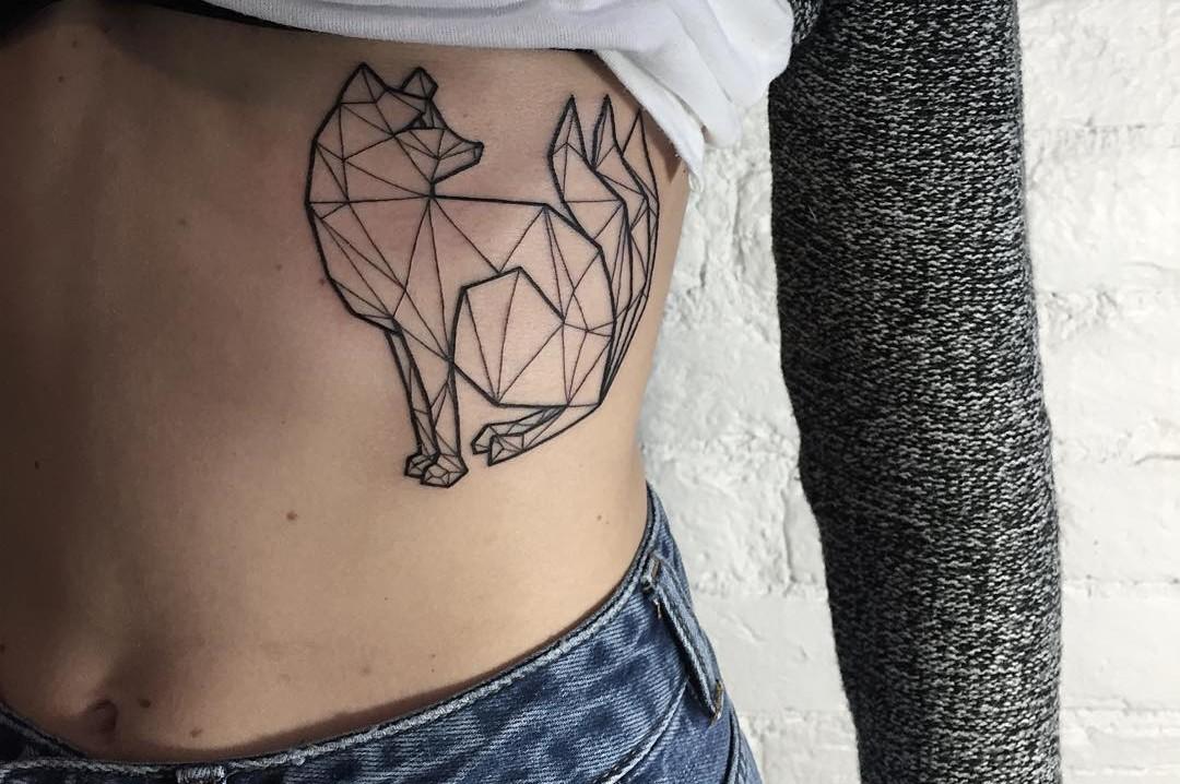 Minimalistyczne Tatuaże Są Skromne I Piękne Zdjęcia Magazyn