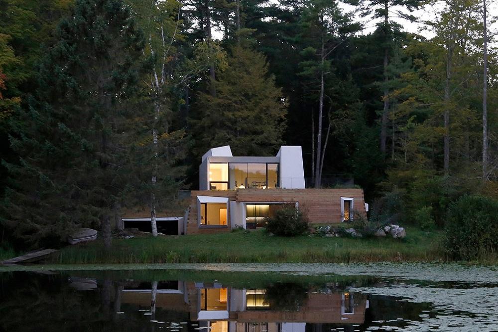 jednorodzinny dom nad jeziorem pi kna willa w zieleni magazyn whitemad moda architektura. Black Bedroom Furniture Sets. Home Design Ideas