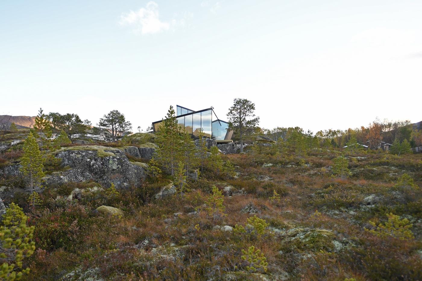 dom pośród fiordów