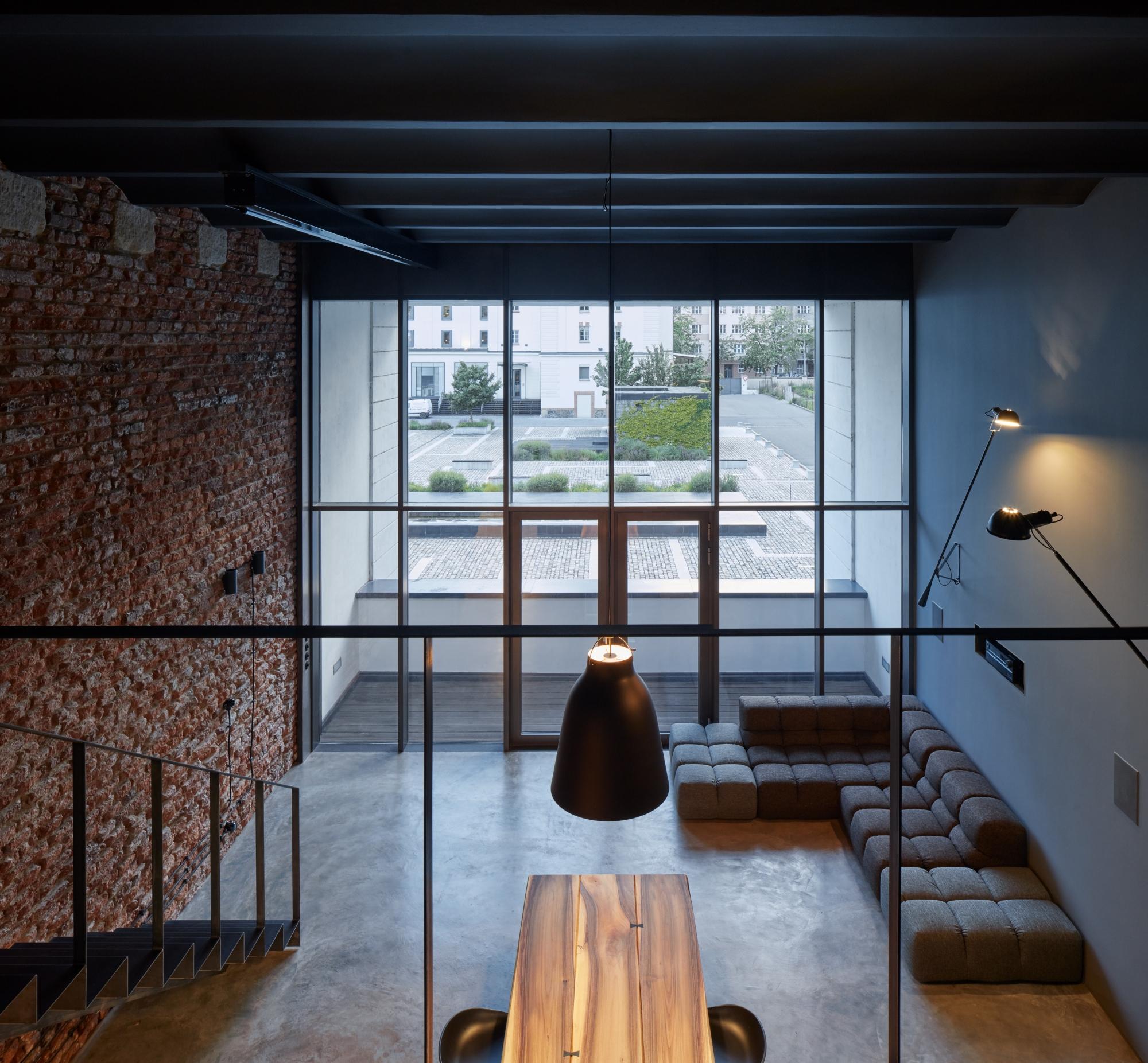 Kilkupoziomowe mieszkanie w loftowym stylu