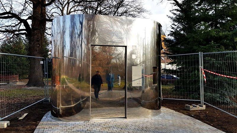 Lustrzane toalety we Wrocławiu