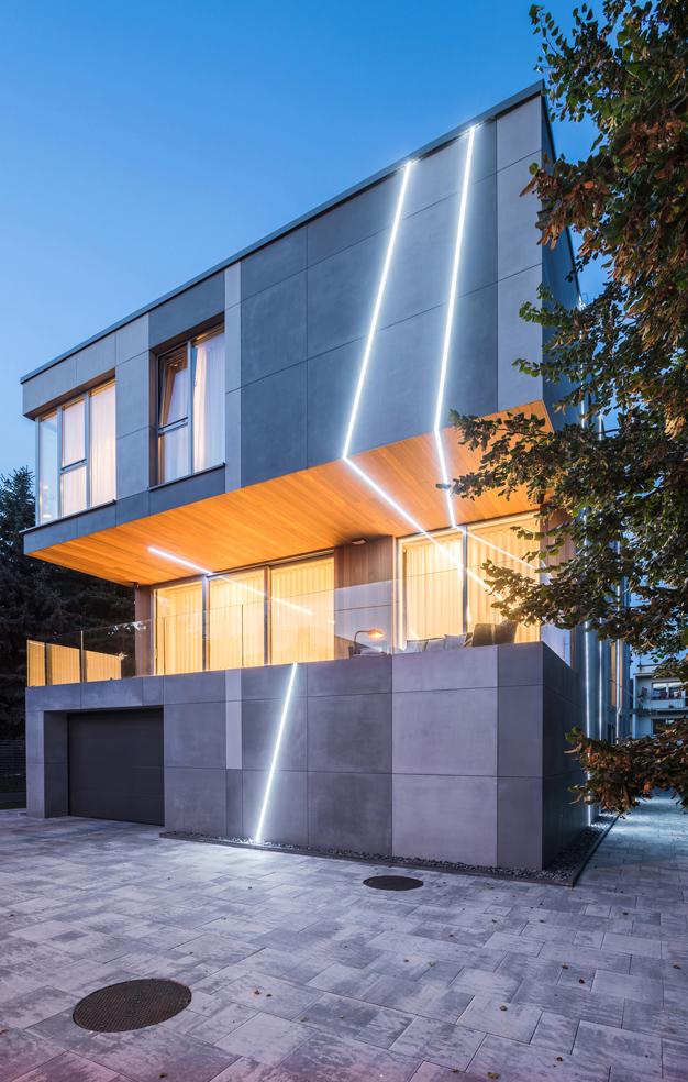 Dom pocięty światłem