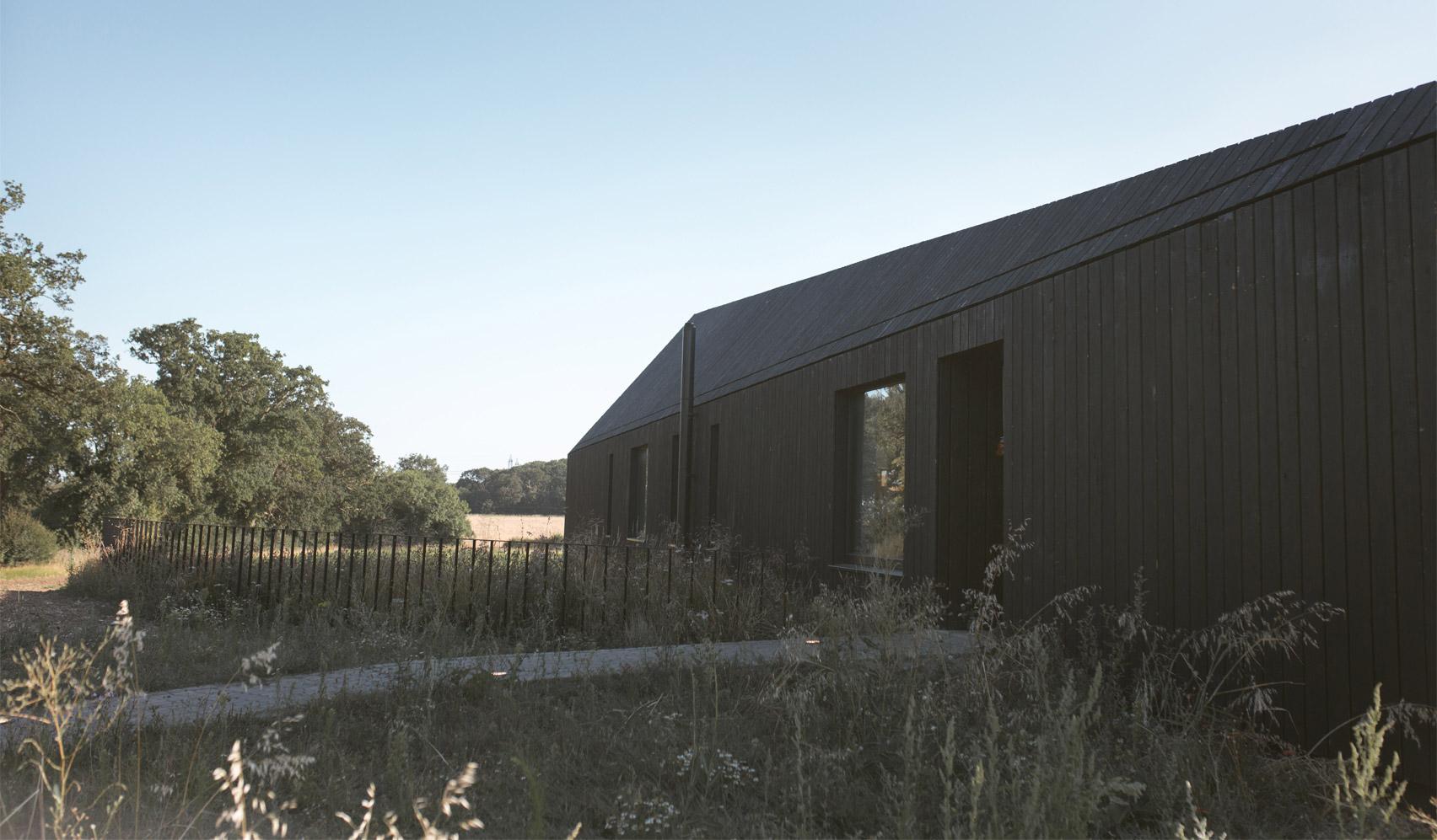 Dom jak czarna stodoła