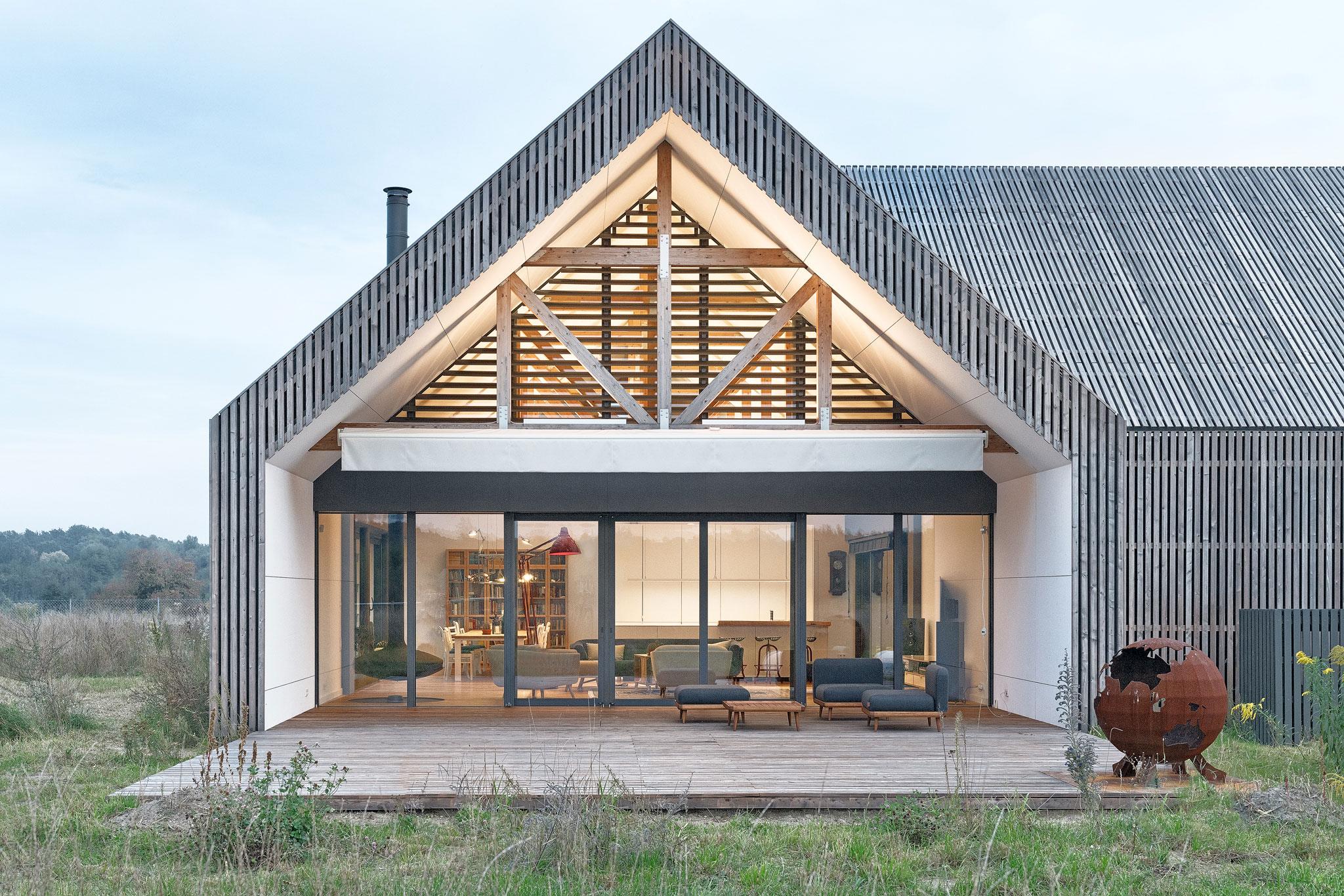 dom z dwuspadowym dachem
