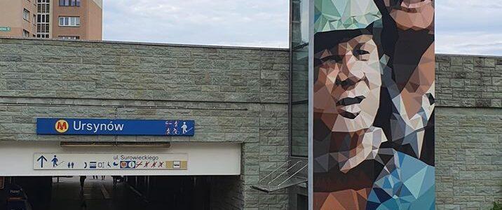 Mural z bohaterami Czterdziestolatka.