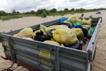 posprzątać plażę