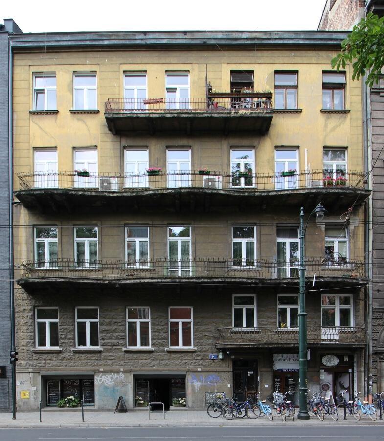 kamienica z balkonami