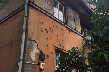 Postrzeliny, czyli ślady po kulach na zabytkowych budynkach.