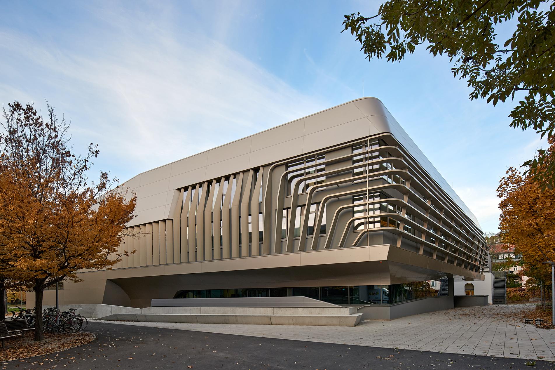 budynek uniwersytetu
