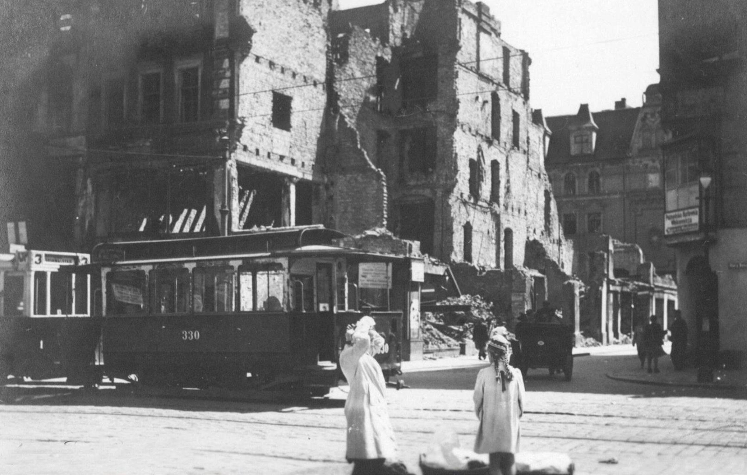 Stary Rynek w Poznaniu: zniszczenie i odbudowa