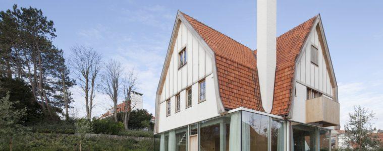 Stary dom z nowoczesnym przyziemiem