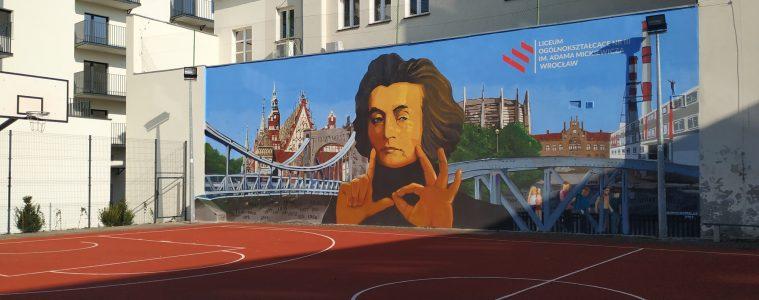mural z Adamem Mickiewiczem