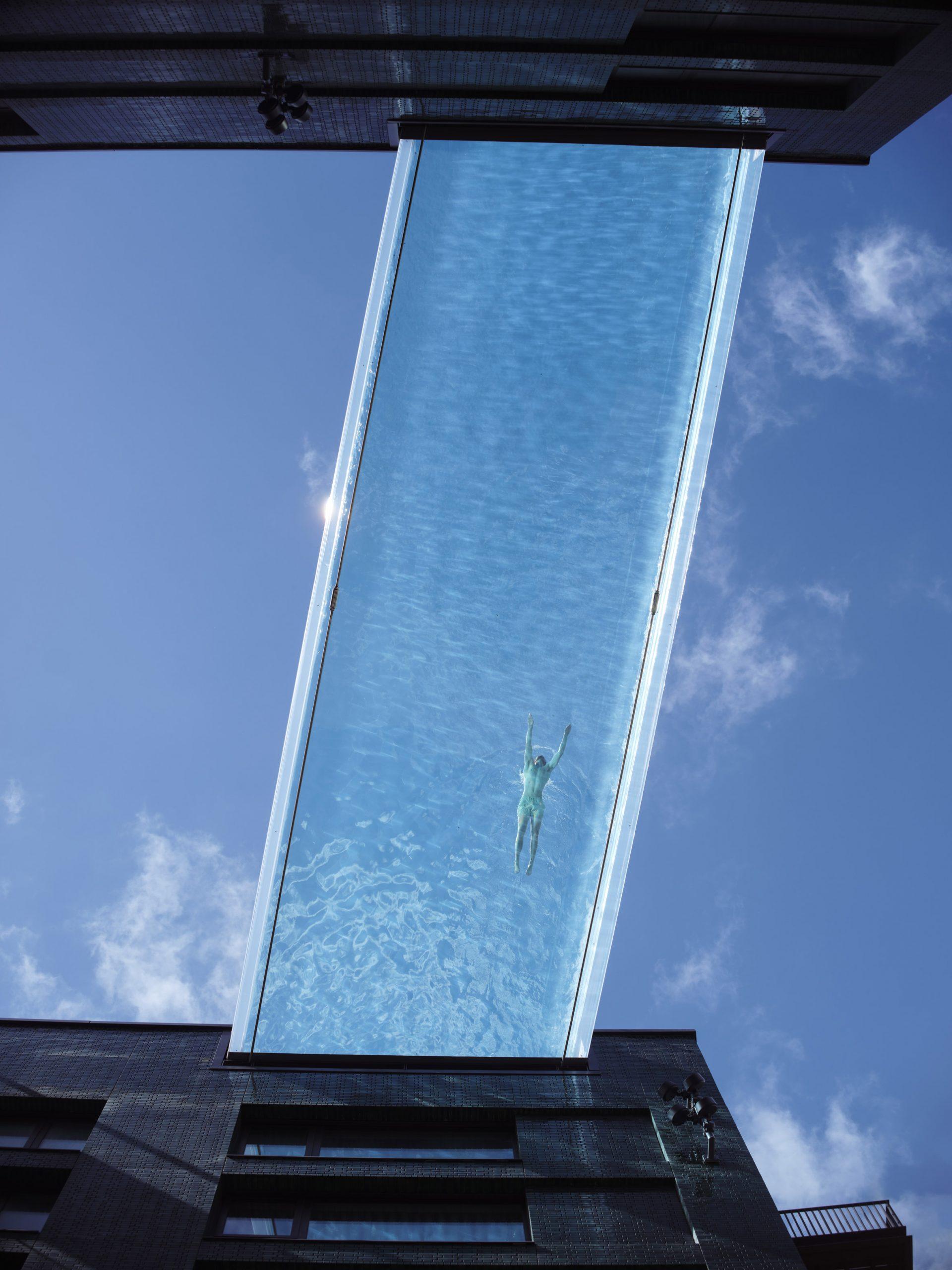 Przezroczysty basen