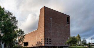 kościół z cegły